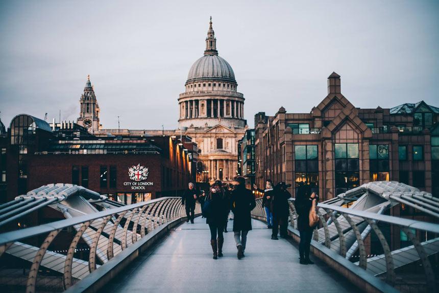 Harry Potter em Londres |Millenium Bridge - Estrela Tour
